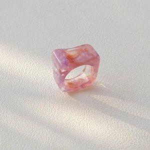 5/$12 💞 Pink Chunky Resin Ring